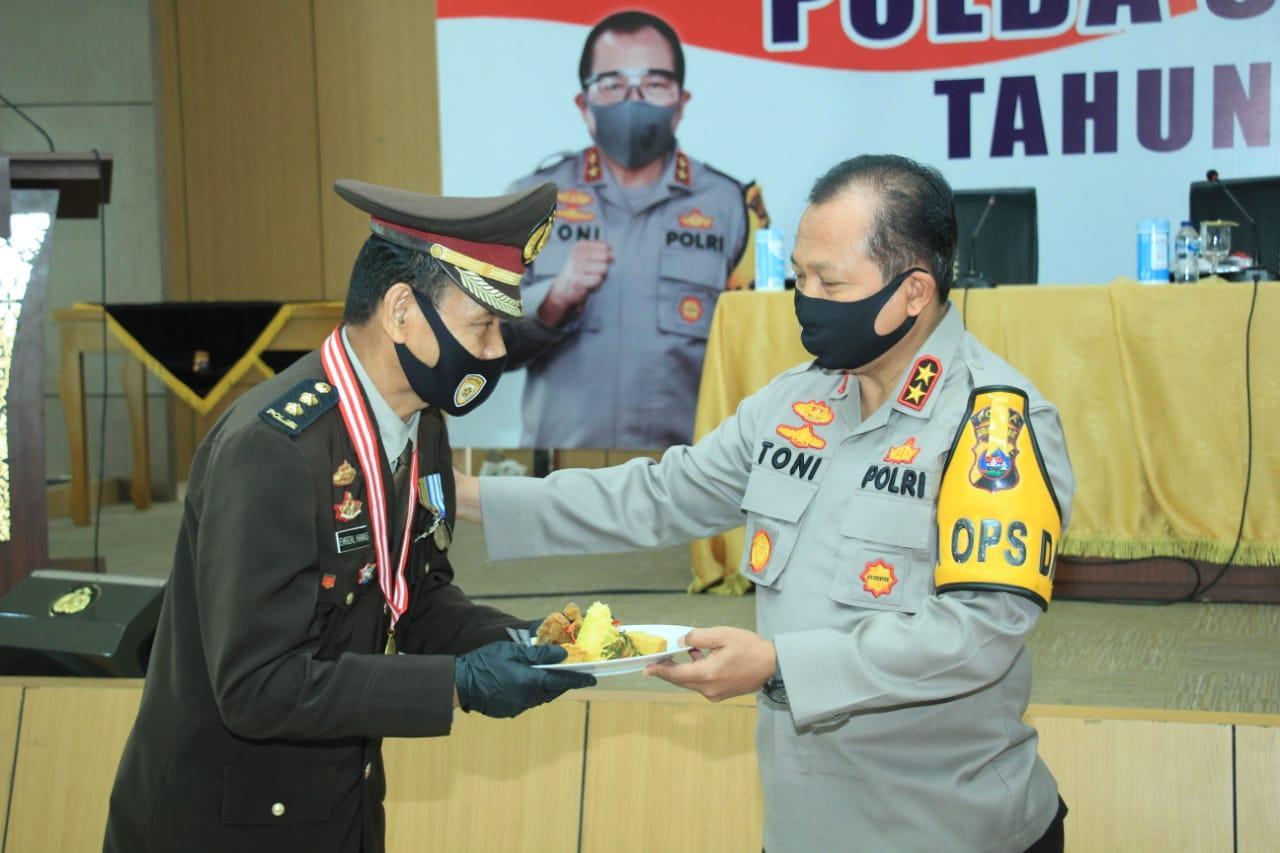 Irjen Pol Drs Toni Harmanto Lepas 25 Personel Purnabakti Polda Sumbar Tahun 2020