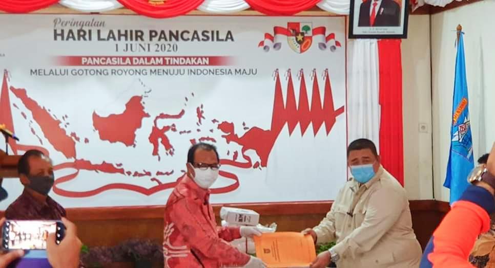 Pemkab Mentawai Terima Bantuan APD Dari Ketua Komisi V DPRD Sumbar