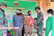 Kodim 0319/Mentawai Bersama Persit Berbagi Sembako di Dusun Berkat