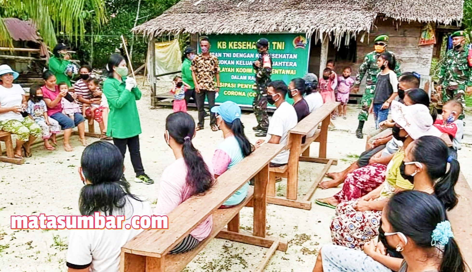 Ketua Persit KCK Cabang Kodim 0319/Mentawai Sosialisasikan Disiplin Kesehatan Kepada Masyarakat Dusun Berkat