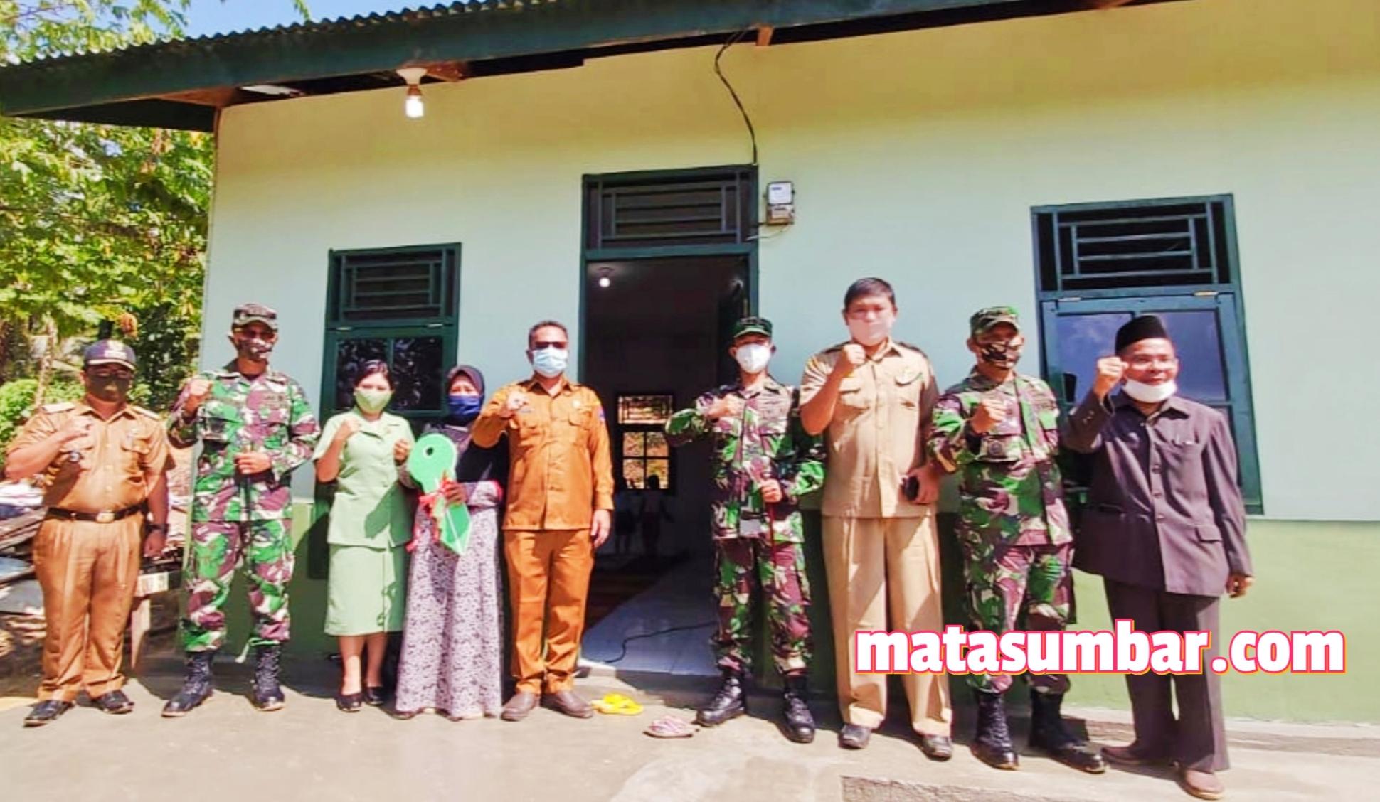 Kado Istimewa HUT Kodam I/BB, Kodim 0319/Mentawai Serahkan Kunci Rumah Bantuan RLH Kepada Ibu Nuriyah