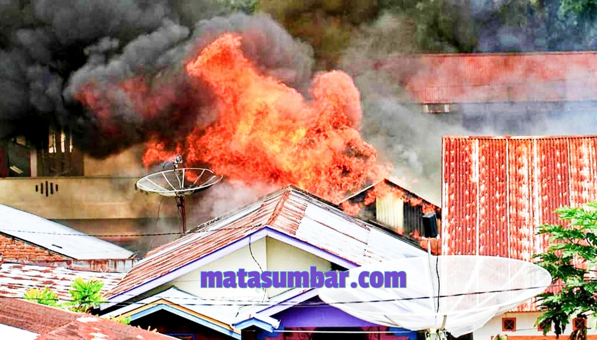 Breaking News, Lima Unit Rumah di Kelurahan Kayu Kubu Bukittinggi Ludes Terbakar