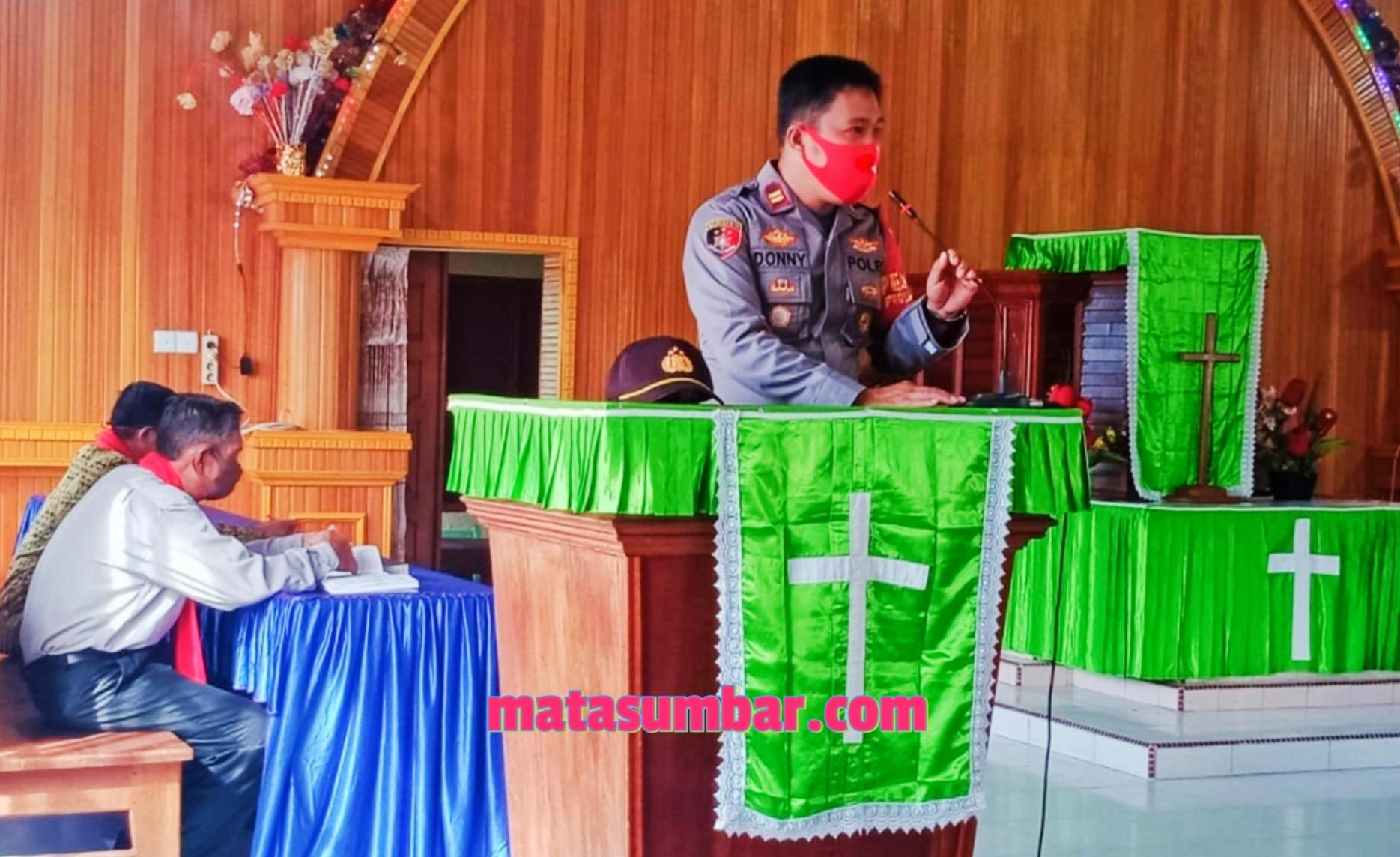 Penerapan Prokes, Polsek Sipora Pantau Pelaksanaan Ibadah di GKPM Paddarai Sioban