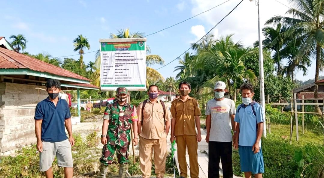 Babinsa Sikakap Bersama Desa Sinakak Cek Pembangunan Jalan Lingkungan Dusun Matobat
