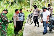 Kapolsek Sipora Dampingi Camat Evaluasi DD Tahap II Desa Betumonga