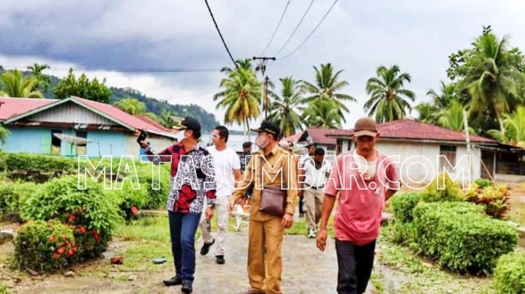 Bupati Mentawai Tinjau Bantuan Rehap Rumah Swadaya di Dusun Berkat