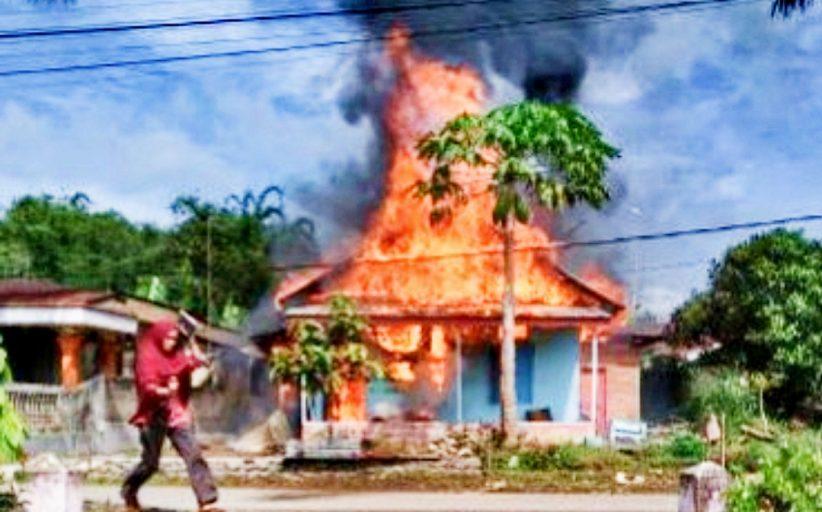 Satu Unit Rumah di Kawasan Bukit Sangkuik Terbakar, Diduga Api Dari Kompor