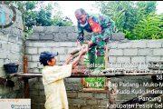 Dimasa Pandemi, Babinsa Kodim 0311/Pessel Luangkan Waktu Membantu Warga Bedah Rumah