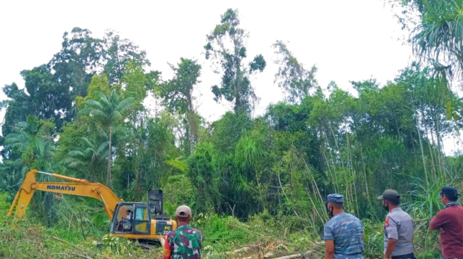 Koramil 04/Sikakap, Polsek dan Kamla Cek Pembangunan TPS di Dusun Makukuet