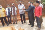 Dirut RSUD Batusangkar Kembai Serahkan Bantuan Sapi Qurban Ke Surau Al-Falah