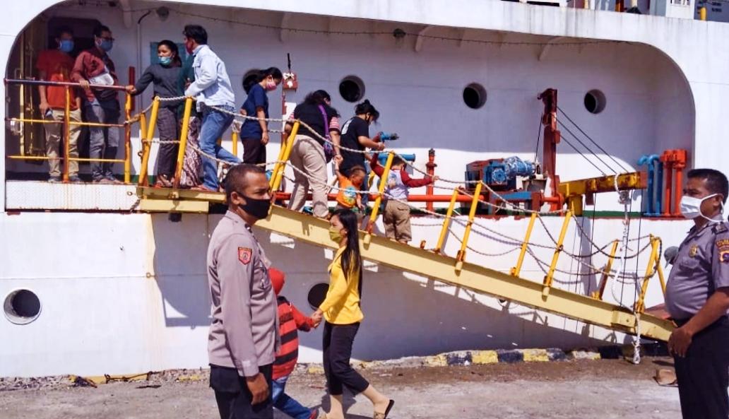 Masa AKB, Polsek Sipora Pantau Penumpang Yang Turun di Dermaga Sioban