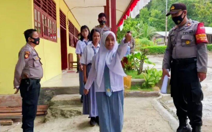 Pantau Kembali Aktivitas Sekolah, Polsek Sipora Temukan 19 Pelajar Tidak Pakai Masker