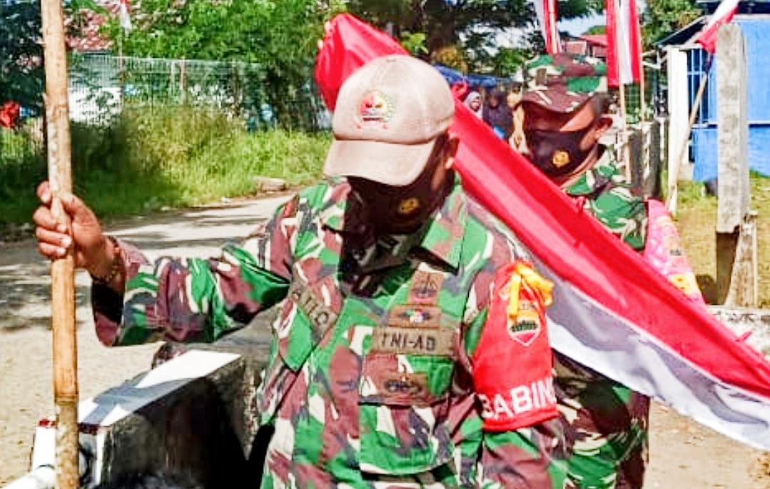 Sambut HUT Ke-75 RI, Koramil 04/Sikakap Pasang Bendera dan Umbul-Umbul di Halaman Kantor
