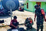 Babinsa Sikakap Monitoring Pemasangan Jaringan WiFi Bakti Aksi
