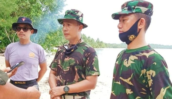 Jelang HUT ke 75 RI, TNI-POLRI Gelar Karya Bhakti Aksi Bersih di Pelabuhan dan Pantai Jati Tuapejat