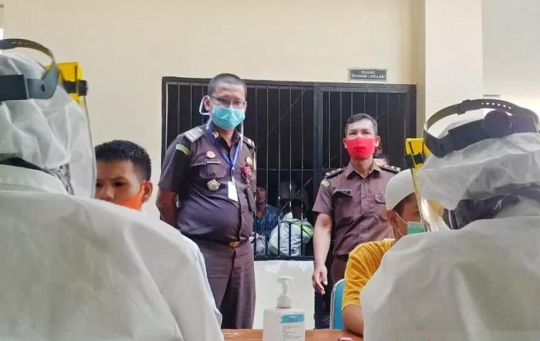 Dampak Covid-19, Kejari Padang Pindahkan 61 Tahanan Dari Sel Polisi Ke Rutan