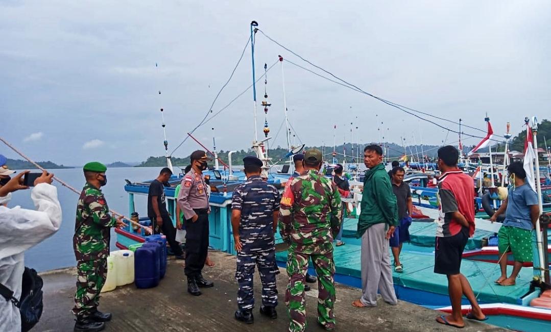 Satgas Aman Nusa II Polsek Sikakap Data 115 ABK Kapal Nelayan Luar Daerah
