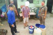 Satpol PP Padang Panjang Amankan 2 Jerigen Tuak di Kelurahan Silaiang Bawah