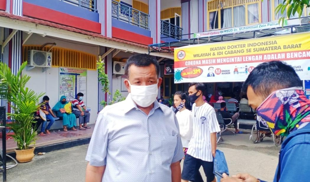Jelang Pendaftaran, Balon Bupati Pessel Rusma Yul Anwar Jalani Test Swab Mandiri