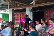 Anggota DPD RI Bagikan Ratusan Masker dan Handsanitizer Kepada Warga Pasbar