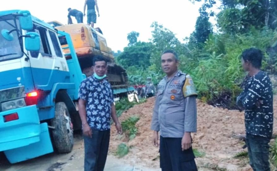 Longsor di Dusun Kalio Akses Jalan Sempat Terputus, Sekarang Sudah Bisa di Lalui