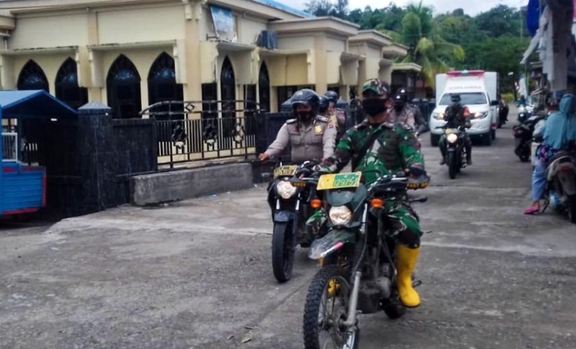 Melalui Publik Adress Mobil Ambulance, Polsek Siberut Himbau Warga Patuhi Prokes