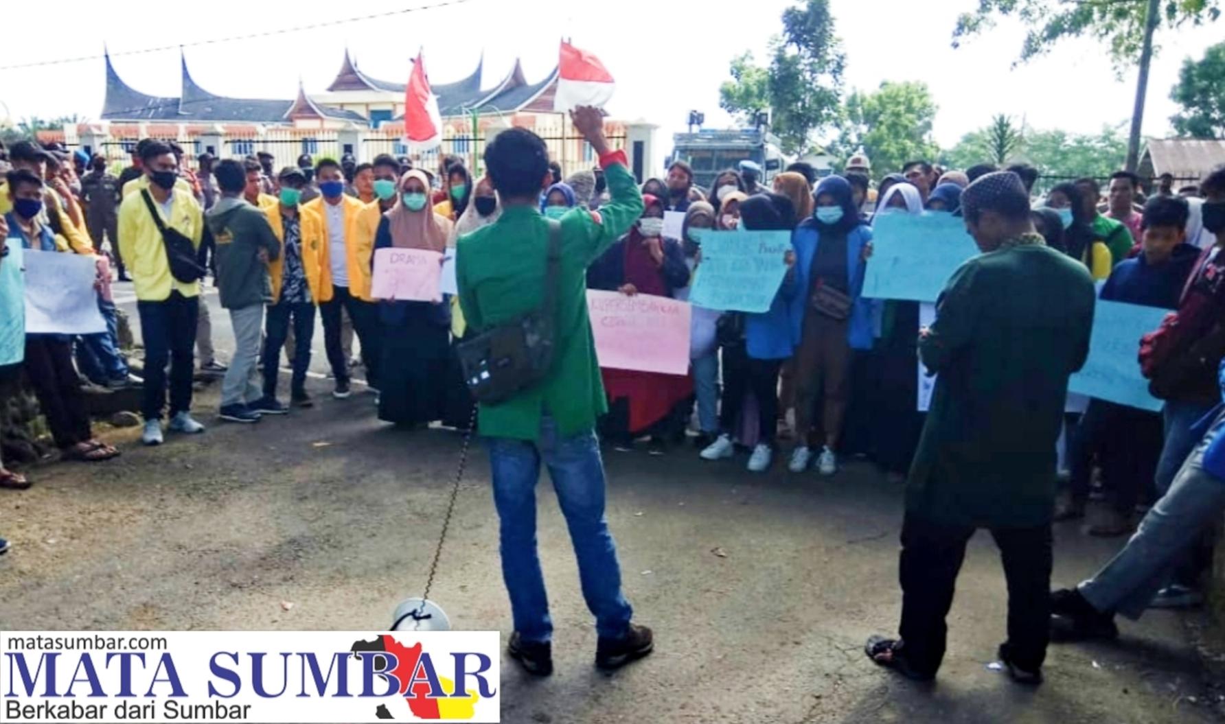 Tak Tepati Janji, Aliansi Mahasiswa Lakukan Aksi Demo ke DPRD Pasbar