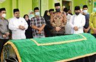 Mantan Walikota Padang Panjang Achyarli di Lepas Fadly Amran Ke Rumah Duka