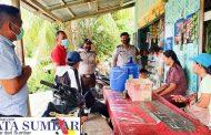 Tak Hiraukan Himbauan, Polsek Sipora Bersama Timkes Datangi Pihak Keluarga Terpapar Covid-19