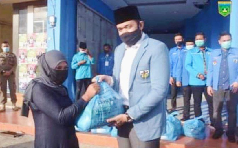 Bantuan 200 Paket Sembako Dari DPP KNPI di Salurkan Wako Fadly Kepada Masyarakat Terdampak Corona