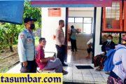 Berikan Rasa Nyaman Kepada Warga Penerima BST, Polsek Sipora Lakukan Pengamanan