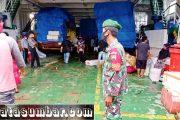 Demi Kesehatan Bersama, Babinsa Sikakap Lakukan Pengamanan di Kapal Gambolo