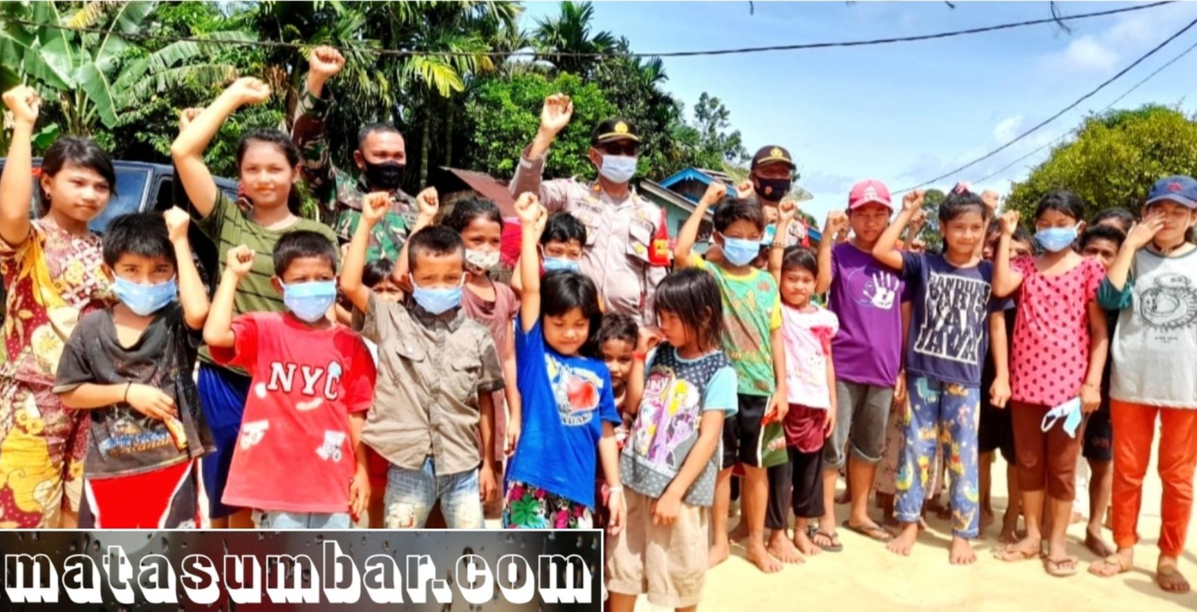 Sepintas Suka Duka Polsek Sikakap Salurkan Bantuan Beras Polri di Daerah Pulau Terluar