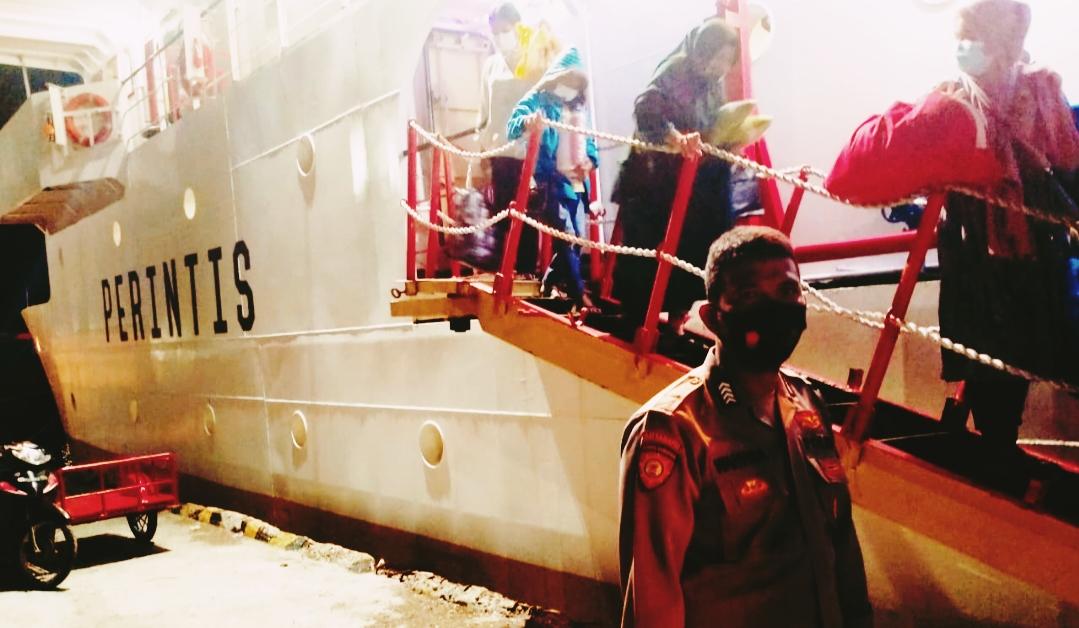 Kedatangan Kapal Sanus 68, Polsek Sipora Lakukan Pengamanan