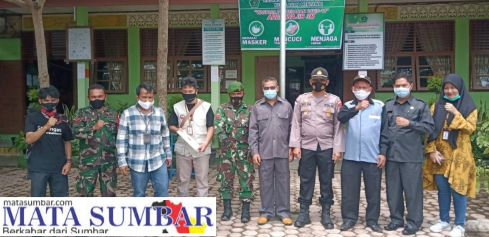 Babinramil Sikakap Dampingi Penyerahaan Bantuan Sarana Pendidikan dari YBM BRI di Sekolah Madrasah