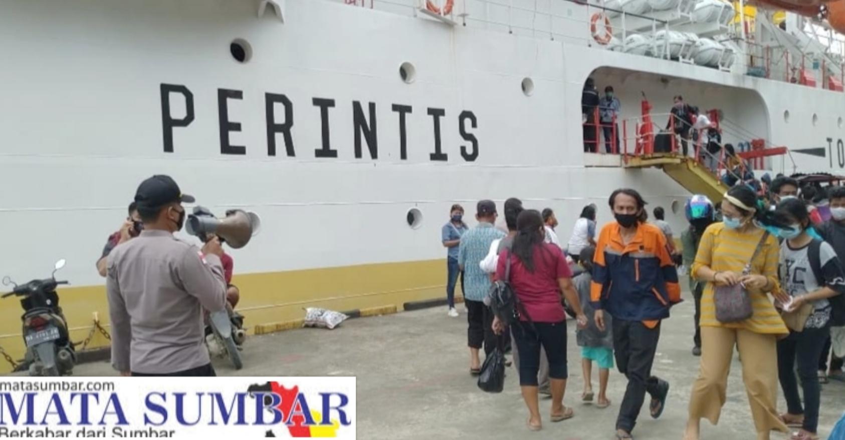 Penumpang Sabuk Nusantara Tembus 600 Orang, Polsek Sikakap Tegakan Disiplin Prokes di Pelabuhan
