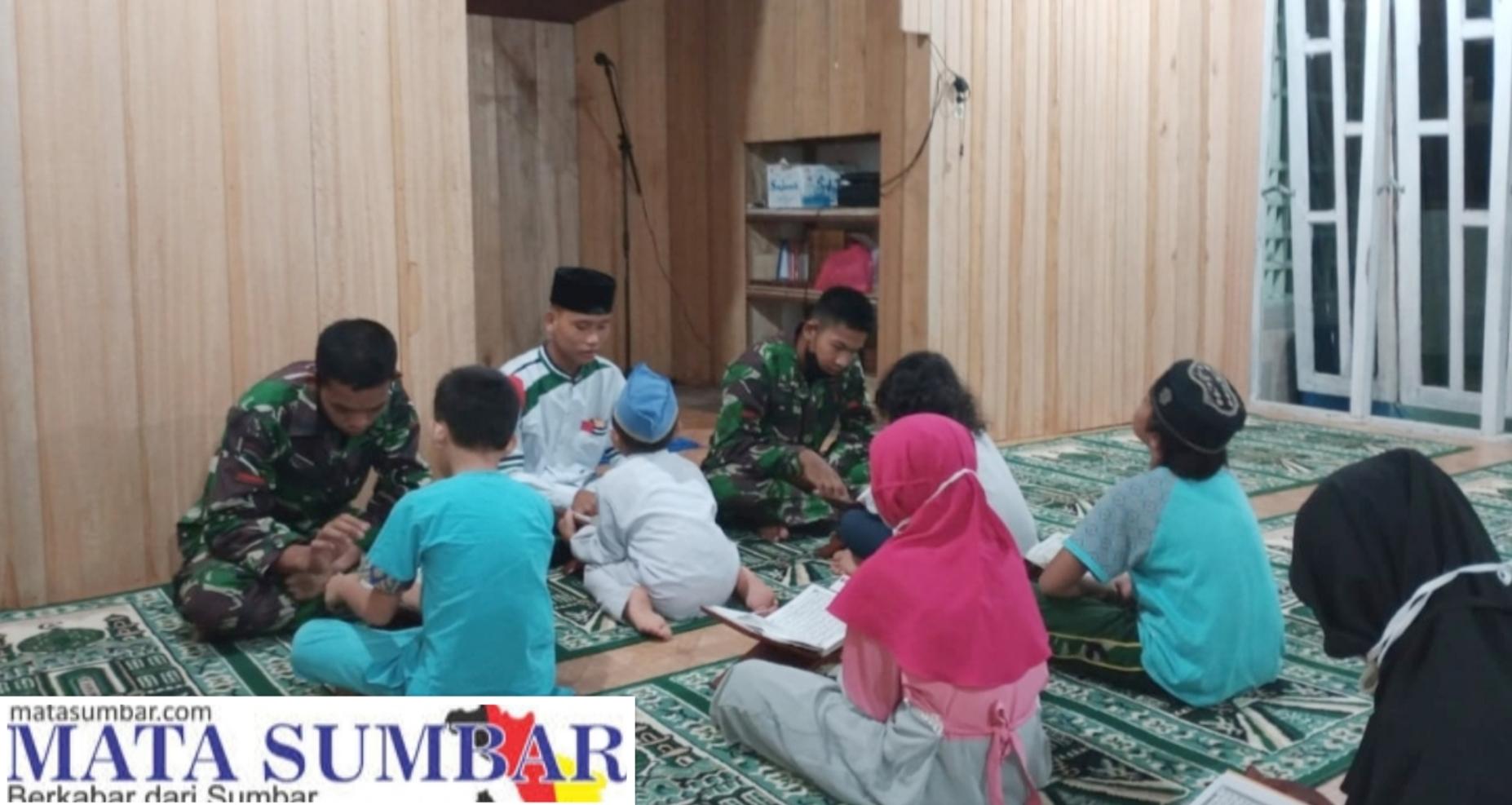 Tamtama Remaja Kodim 0319/Mentawai Luangkan Waktu Ajari Anak-Anak Mengaji