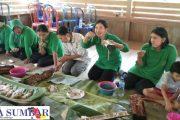 Kunjungi Desa Saureinu', Ketua Persit KCK Kodim 0319/Mentawai di Suguhi Menu Toek
