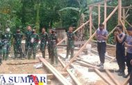 Sebelum Rehab RTLH, Satgas TMMD ke-110 Kodim 0319/Mentawai Beradaptasi Dengan Warga