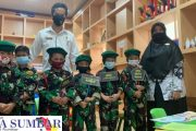 Puluhan Anak TK Kartika1-12 Dengan Berpakaian Lengkap TNI-AD Datangi Perpustakaan Padang Panjang.