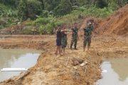 Satgas TMMD Pantau Pembuatan Kolam Ikan Milik Warga di Desa Bukit Pamewa
