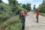Satgas TMMD Bantu Warga Bersihkan Fasum di Lingkungan Desa Sipora Jaya