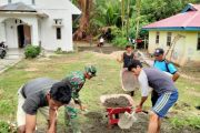 Agar Tak Tergenang Air, Satgas TMMD Bersama Warga Melakukan Penimbunan di Lokasi Gereja