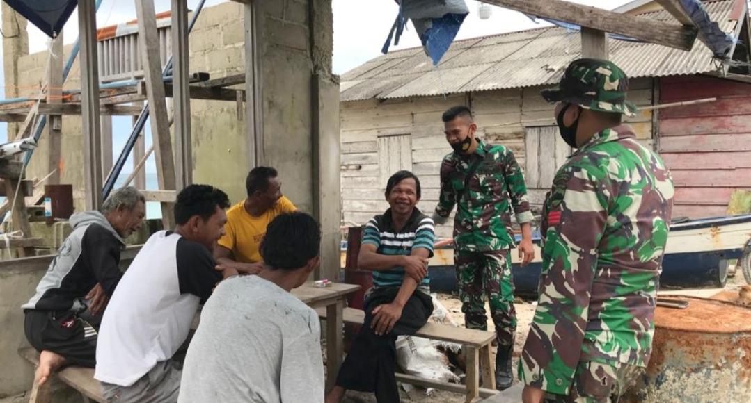Sebelum Kembali di Kesatuan, Satgas TMMD Jalin Komunikasi Dengan Nelayan