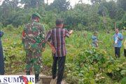 Babinsa Sikakap Dampingi Pengukuran Tanah Penambahan Bangunan Sekolah SMK 3