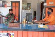 Terkait BST Tahap III, Babinsa Sikakap Komsos di Kantor Pos Giro