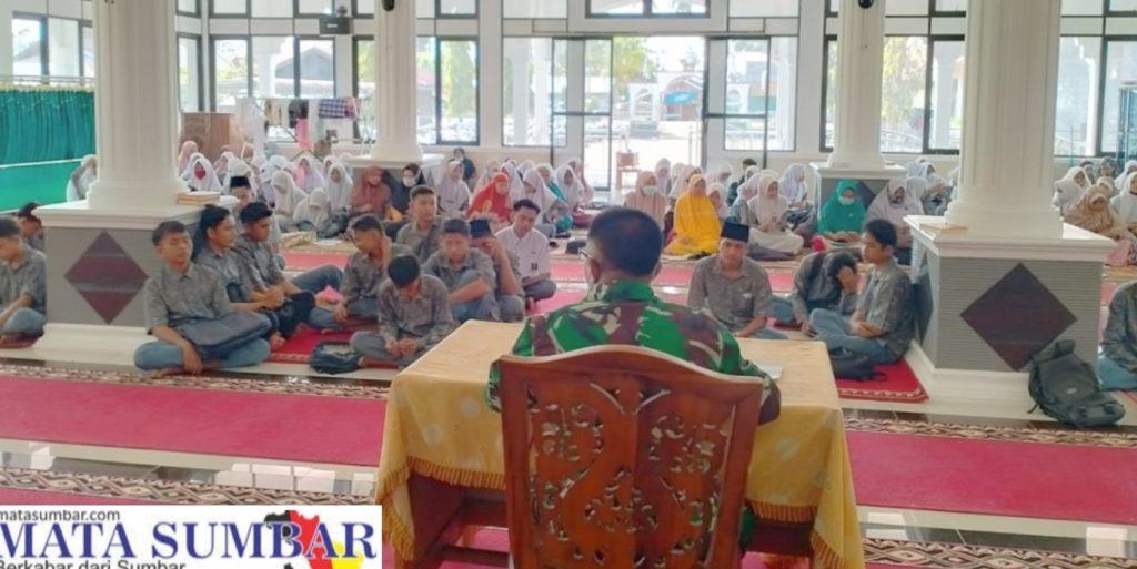 Tanamkan Jiwa Nasionalisme, Batituud Koramil 01/Pancung Soal Berikan Wasbang Kepada Pelajar
