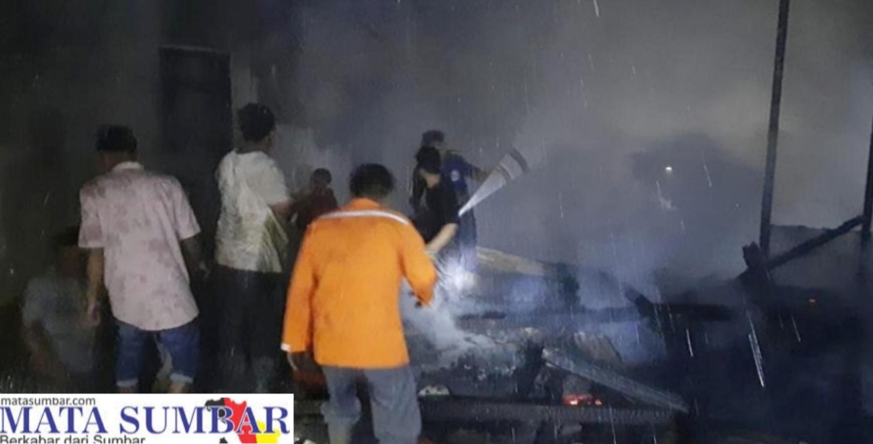 Ditinggal Saat Sholat Tarawih, 3 Unit Rumah Ludes Terbakar di Pasbar