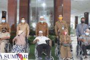 Pensiunan dan ASN di Pasbar Terima Bantuan Kursi Roda 5 Unit Dari PT. Taspen