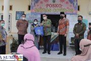 77 Warga Kelurahan Ganting Terima Paket Sembako Program ASN Peduli